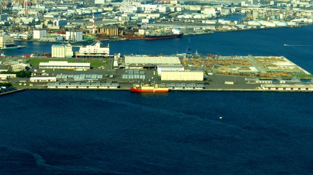 Yokohama terre plein industrialo portuaire clio photo - Baie du japon en 3 lettres ...