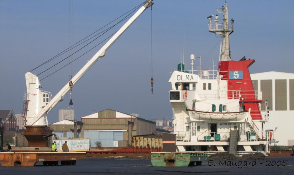 Bateau quai au terminal bois du port de nantes st - Port autonome du centre et de l ouest ...