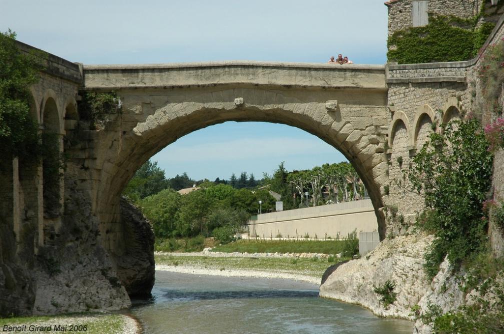 Pont de vaison la romaine clio photo - Office du tourisme de vaison la romaine ...
