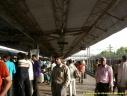 un quai de gare en Inde