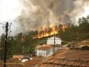Village menacé par le feu été 2005
