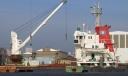 Bateau à quai au terminal à bois du port de Nantes-St-Nazaire