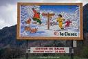 Panneau publicitaire en montagne